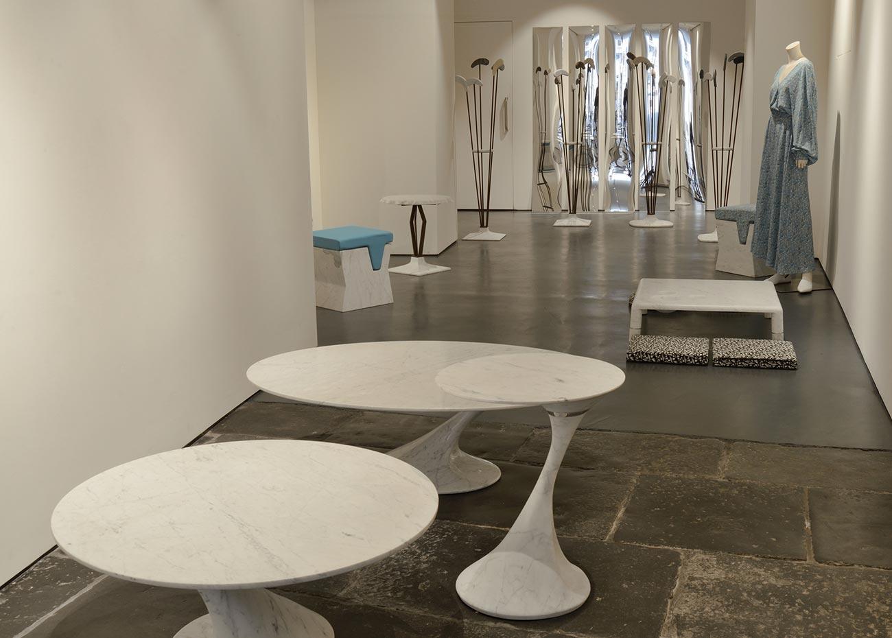show-room-design-collection-mgm-la-marmoteca-swan-tavoli-in-marmo