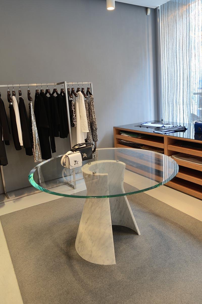 tavolo-embrance-showroom