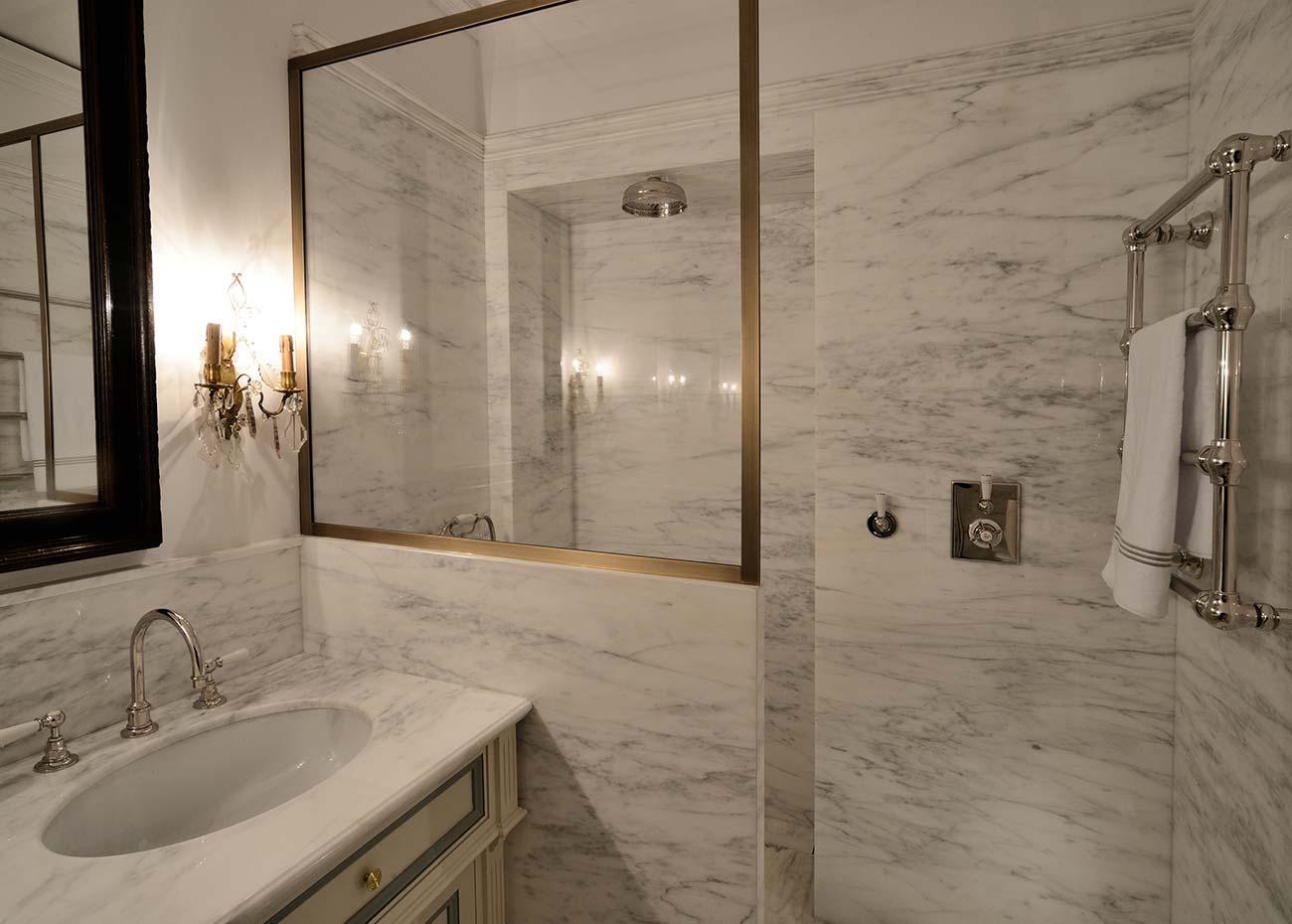 appartamento-a-cernobbio-rivestimenti-in-marmo
