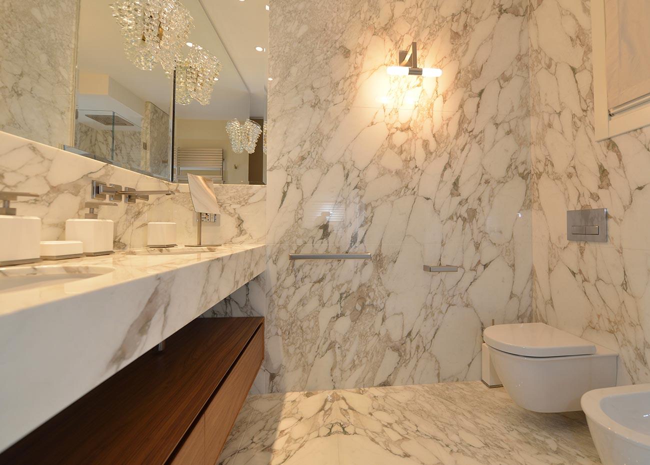 bagno-in-marmo-italiano-calacatta-oro-a-macchia-aperta-realizzazione-mgm-la-marmoteca