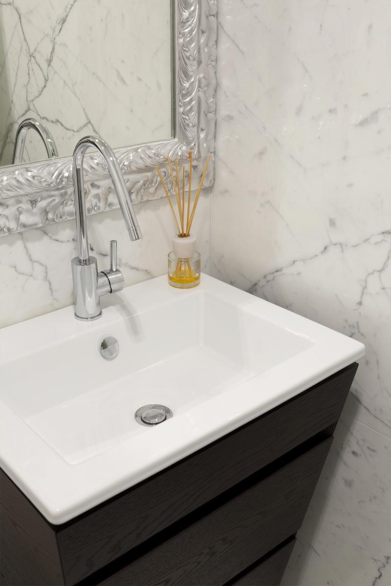 bagno-padronale-marmo-italiano