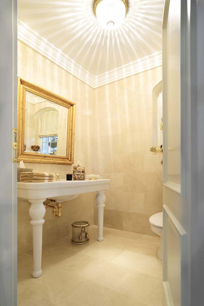 bagno-rivestimento-in-marmo
