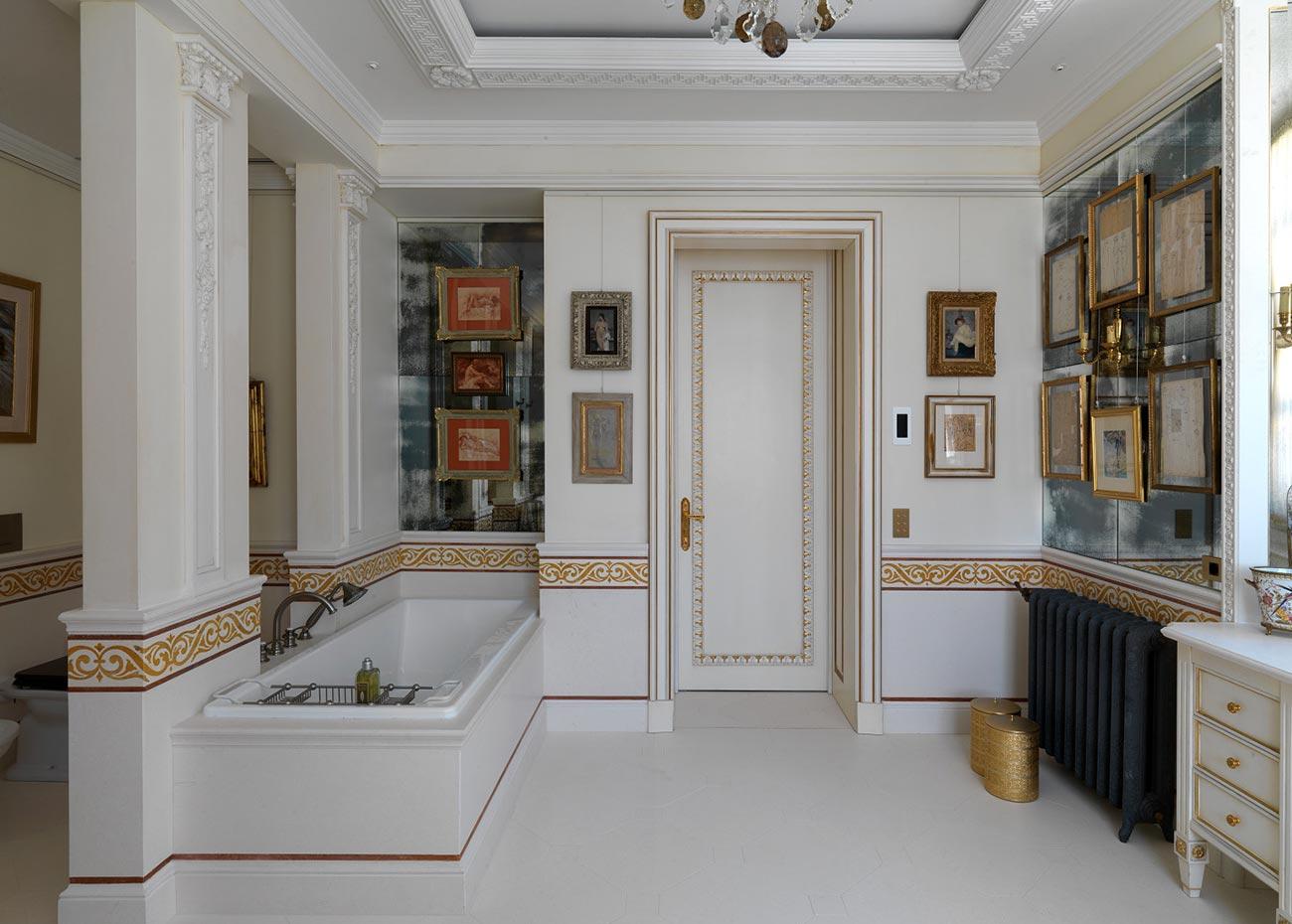 bagno-villa-a-laglio-con-rivestimenti-in-marmo