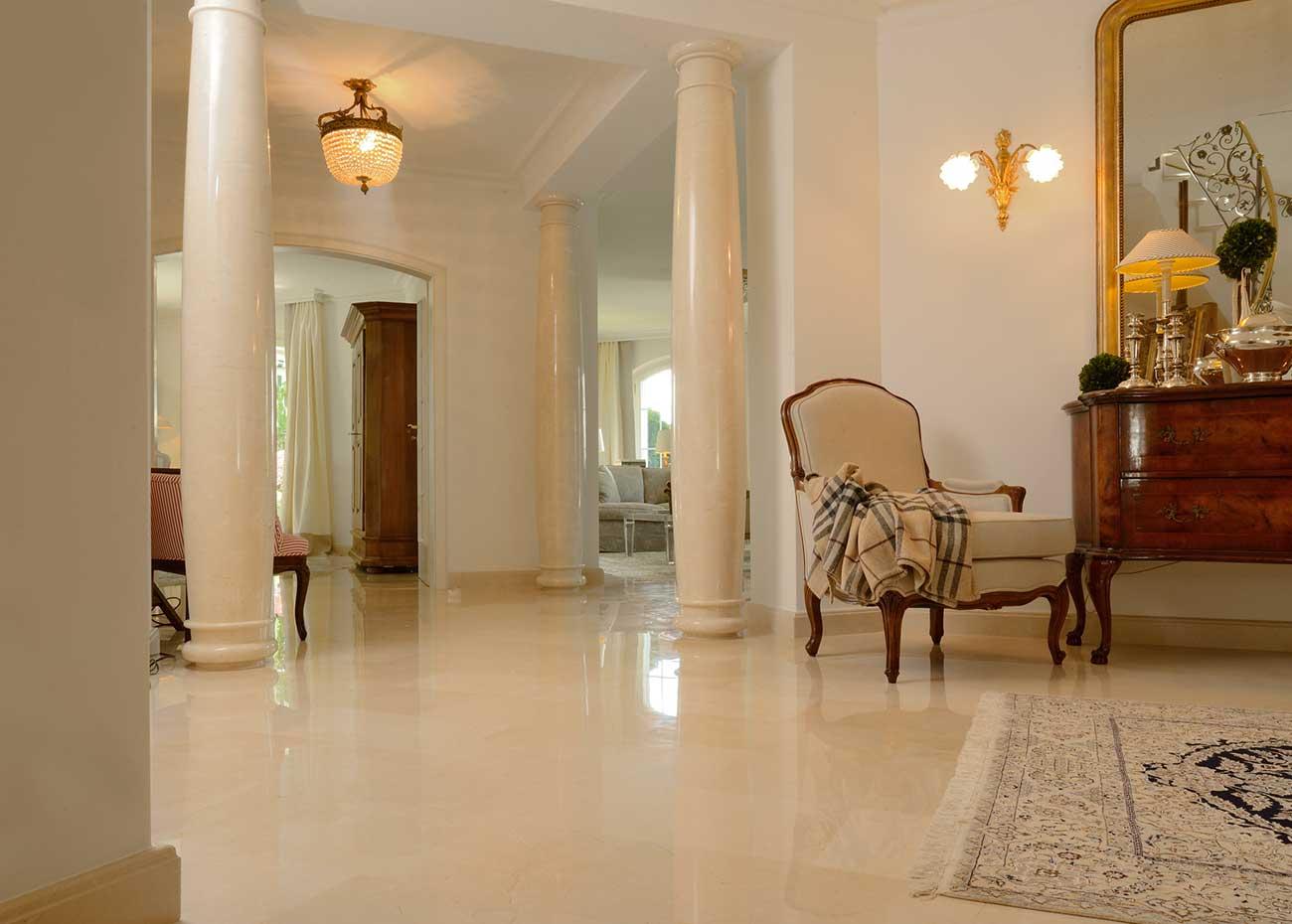 colonne-e-pavimento-in-marmo