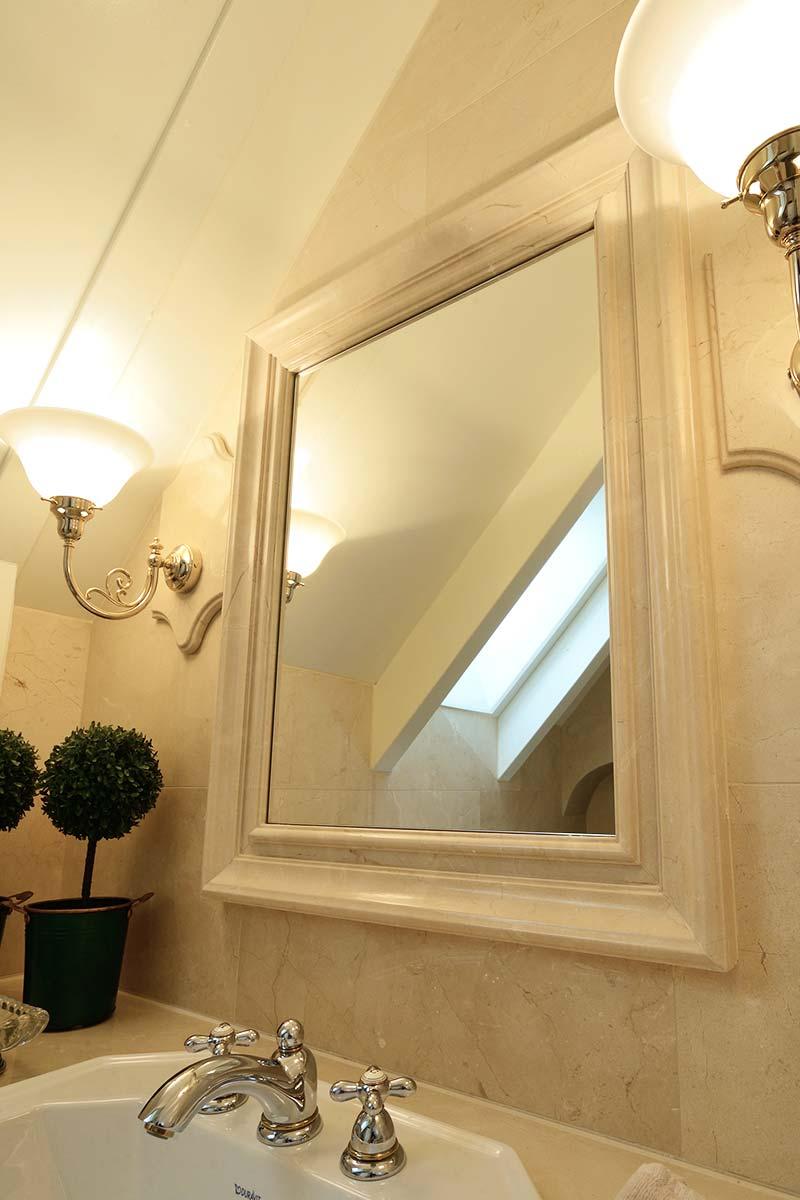 cornice-in-marmo-specchio-bagno