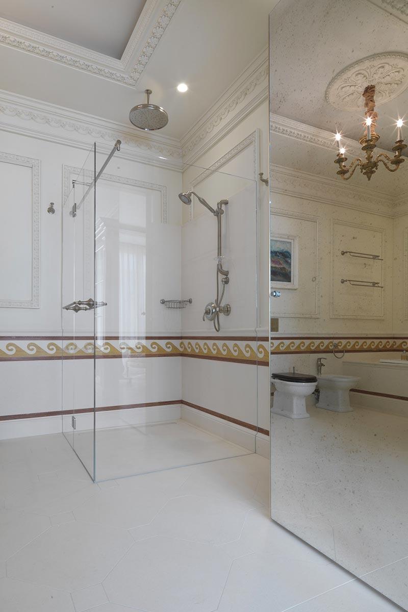 doccia-con-pavimento-in-marmo
