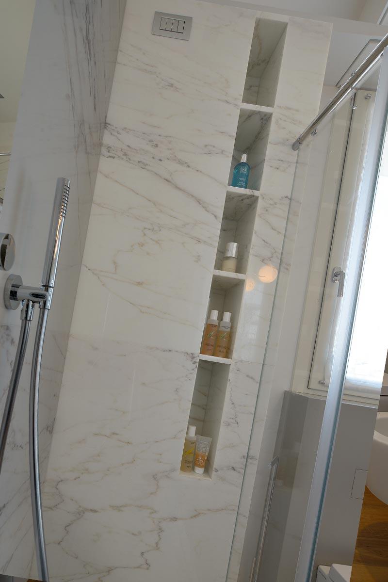 doccia-in-marmo-americano-bianco-serra