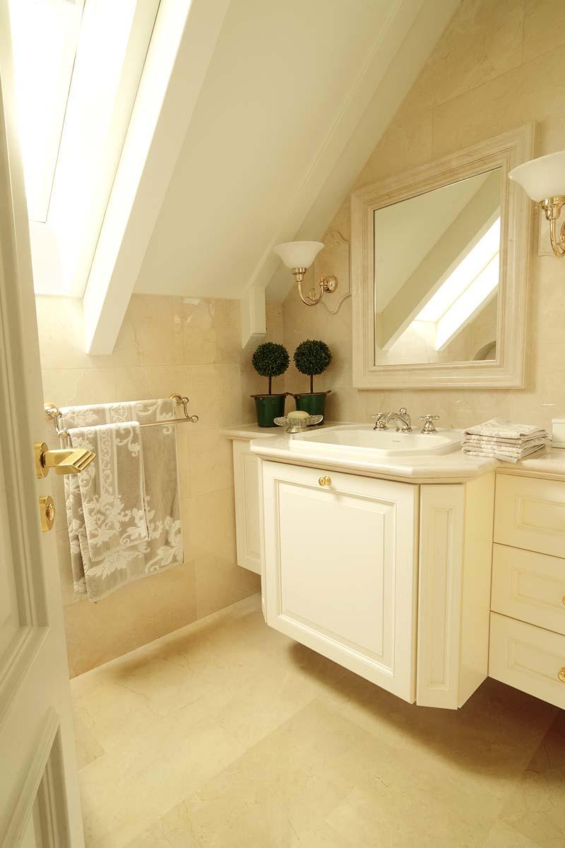 rivestimento-bagno-in-marmo-spagnolo-crema-marfil