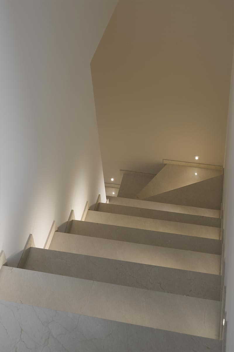 scala-in-marmo-spagnolo-crema-marfil-mgm-la-marmoteca