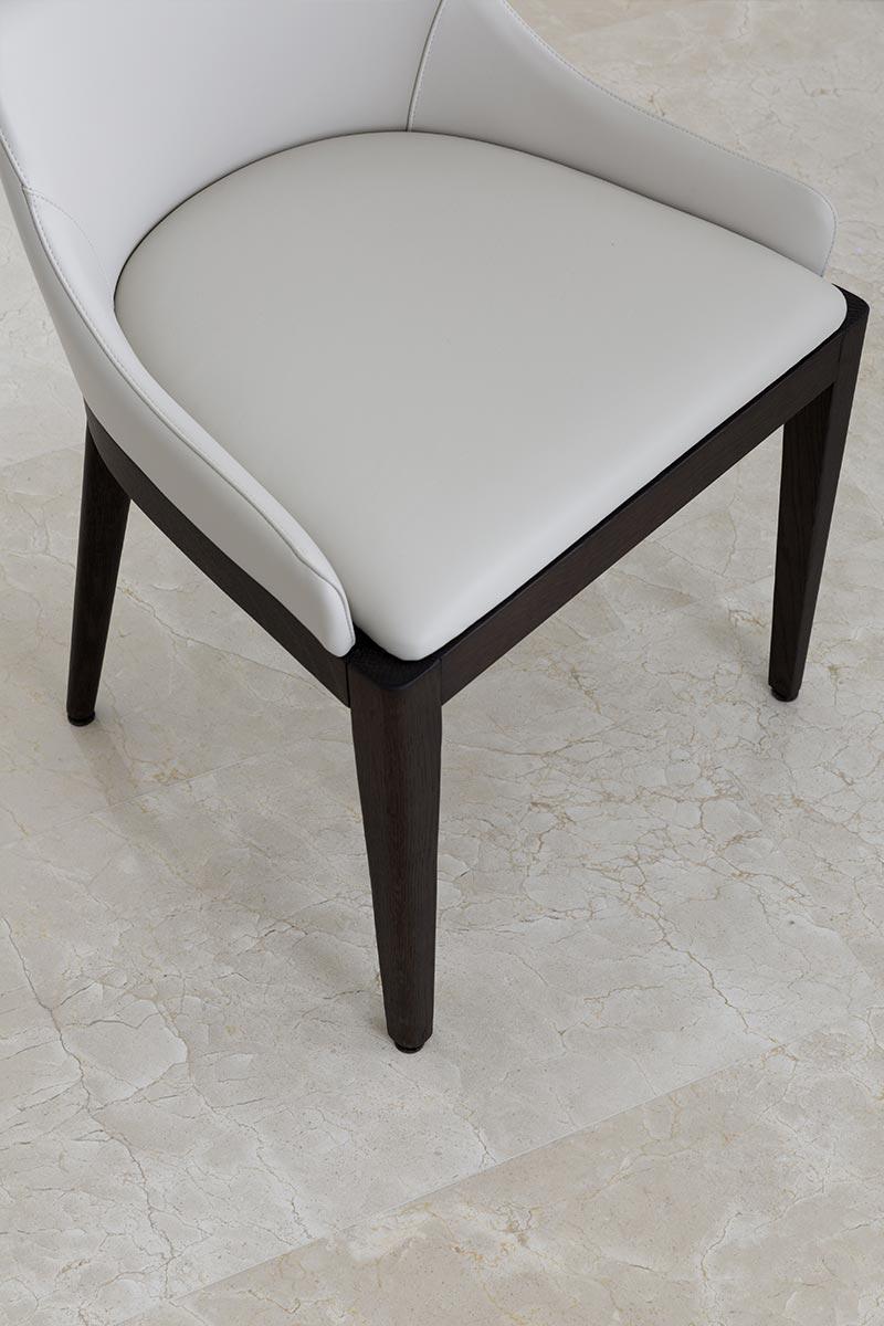 sedia-con-pavimento-in-marmo-spagnolo
