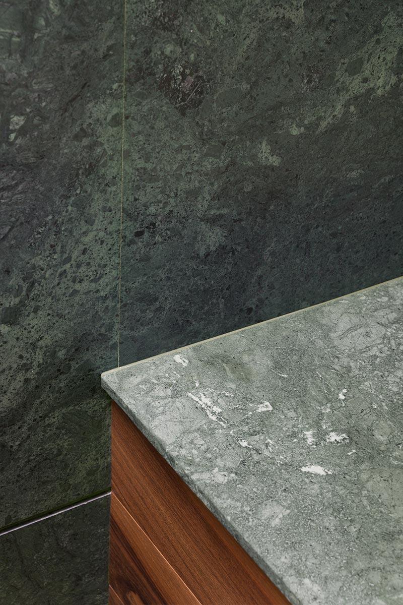 top-e-parete-in-marmo-indiano-verde-guatemala