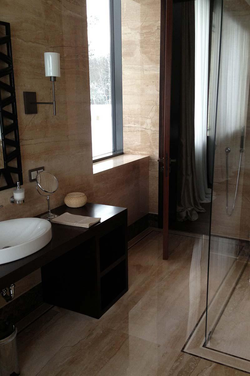 bagno-in-marmo-appartamento-a-mosca-mgm-la-marmoteca
