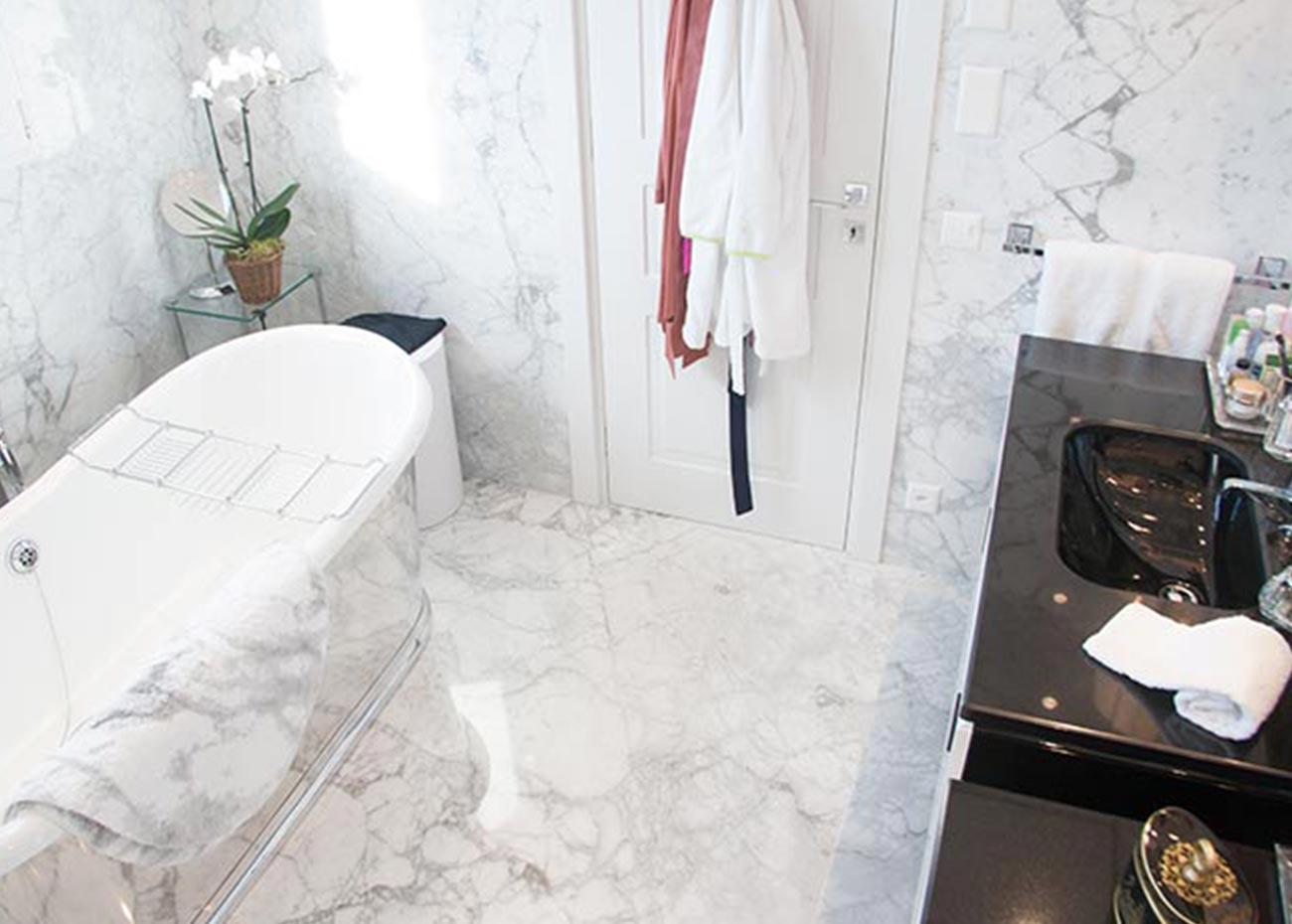 bagno-in-marmo-bianco-lugano