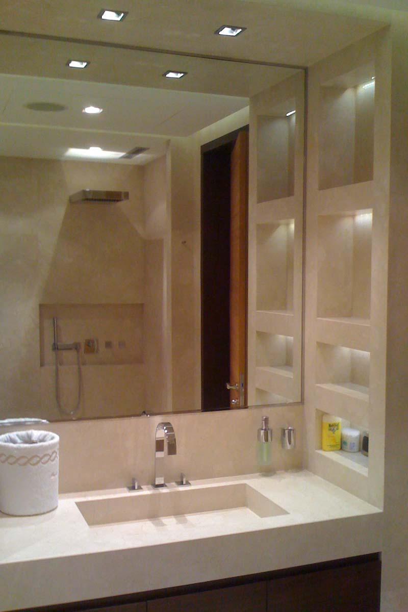 bagno-lavabo-specchio-marmo