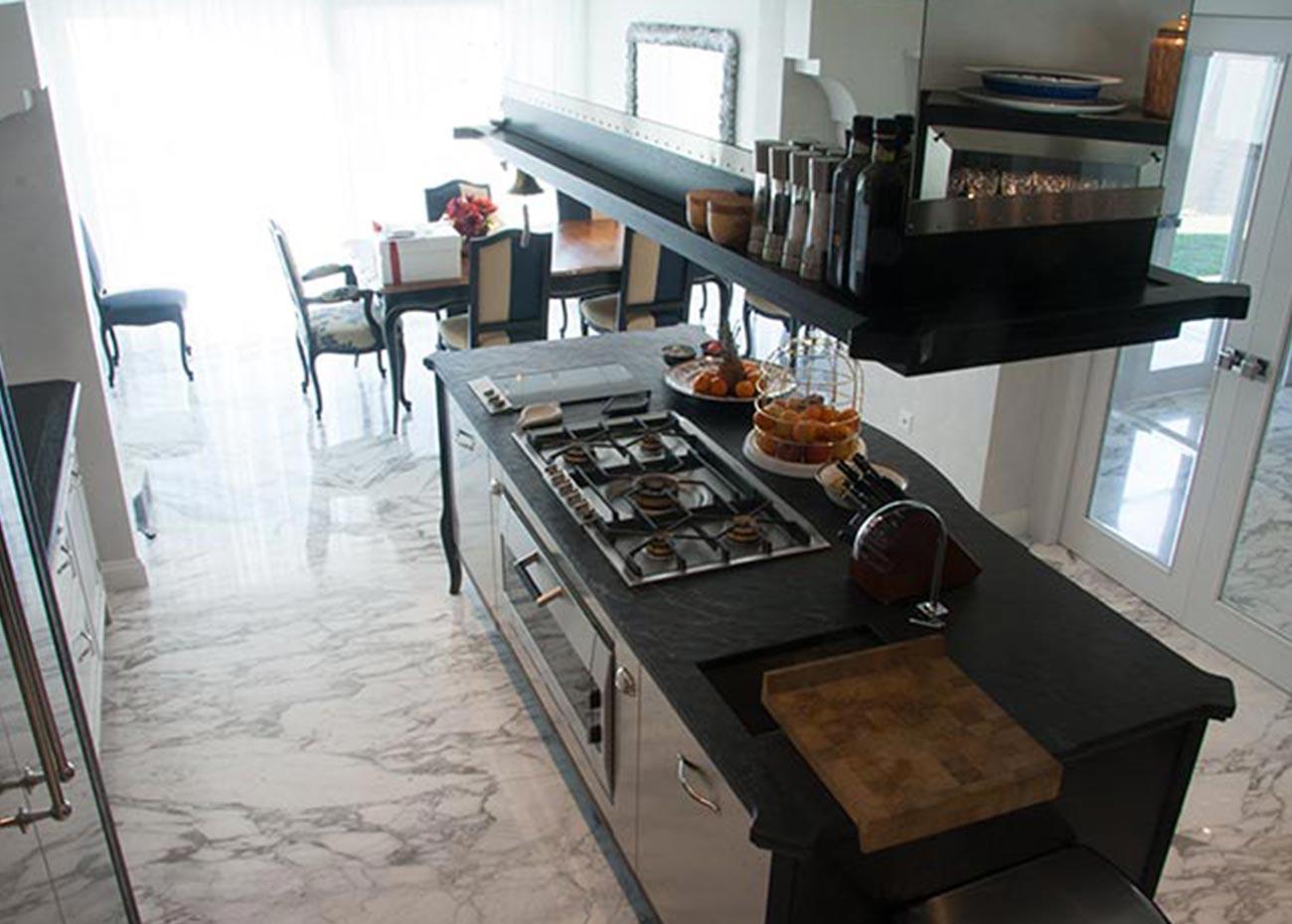 cucina-villa-a-lugano-pavimento-in-marmo