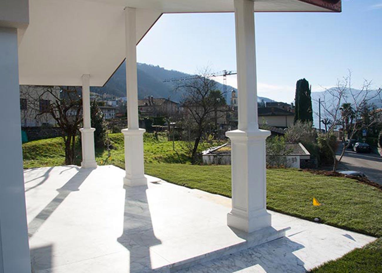 esterno-villa-in-marmo-bianco
