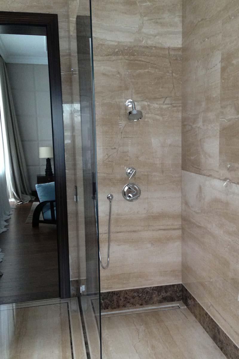 parete-doccia-bagno-in-marmo