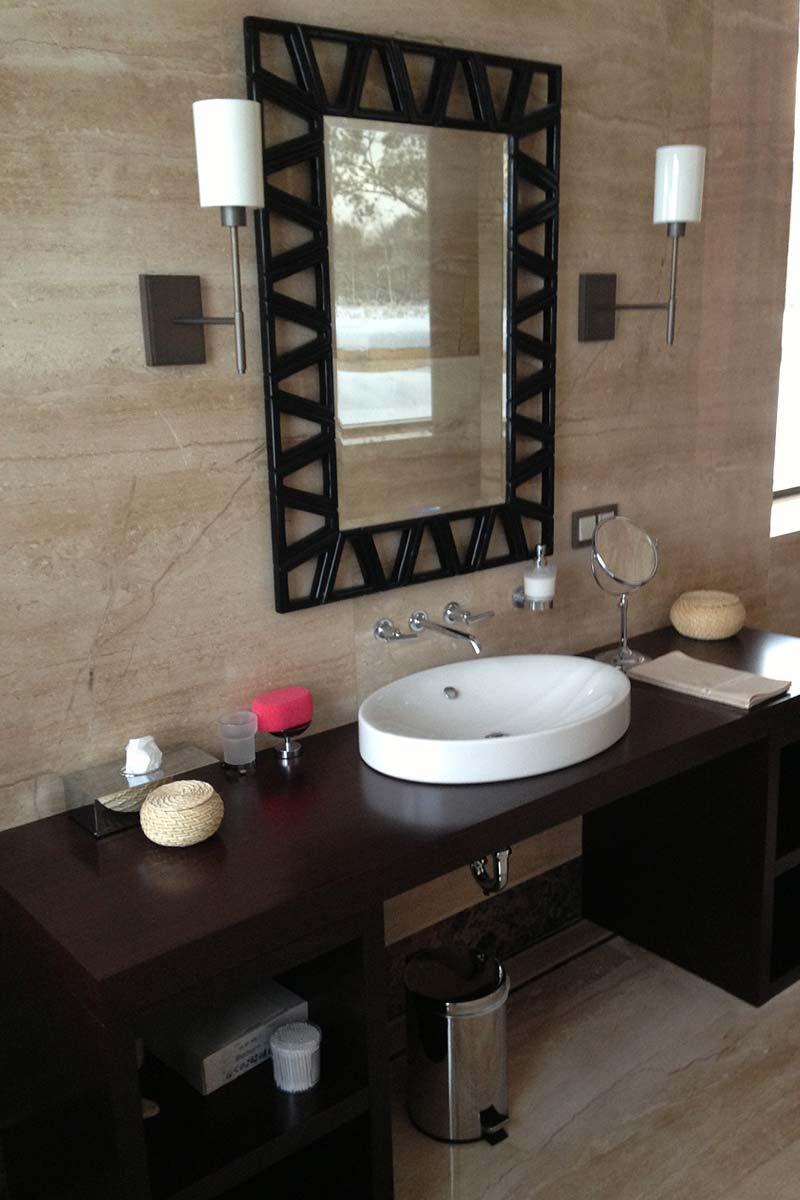parete-in-marmo-con-specchio