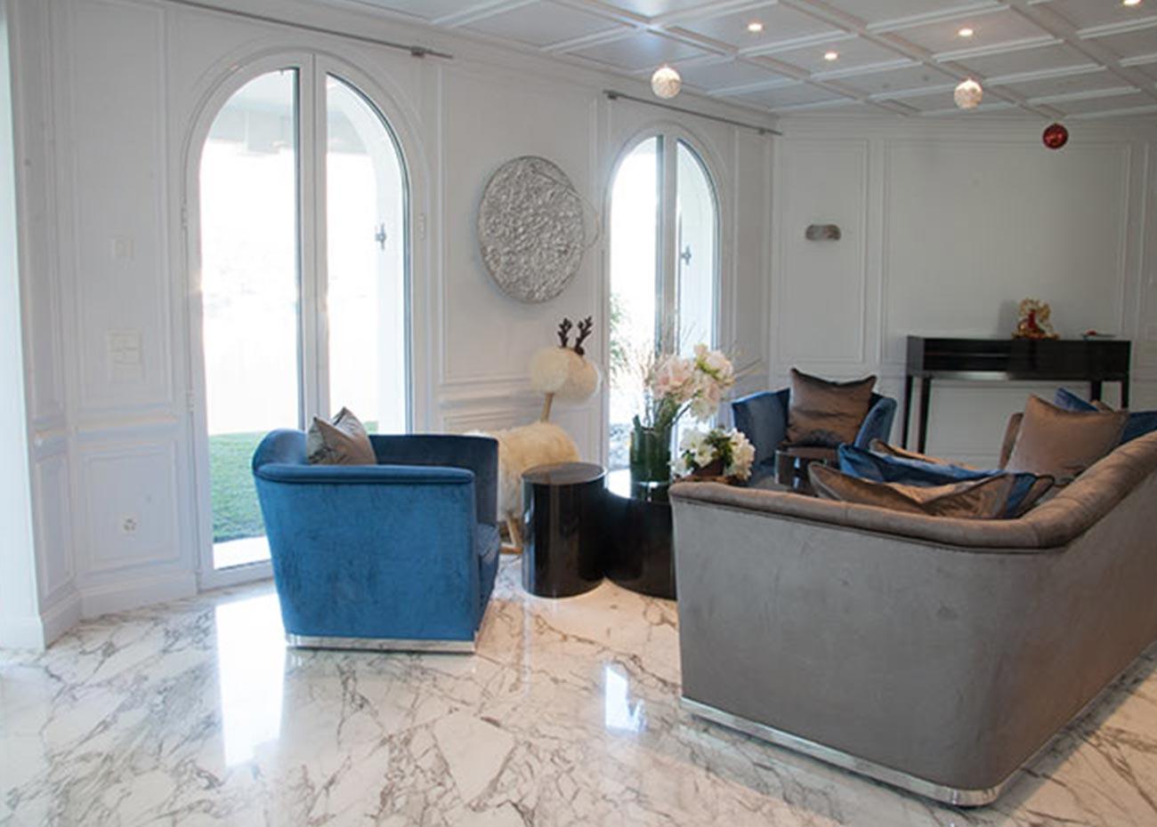 pavimento-salotto-in-marmo-bianco-arabescato