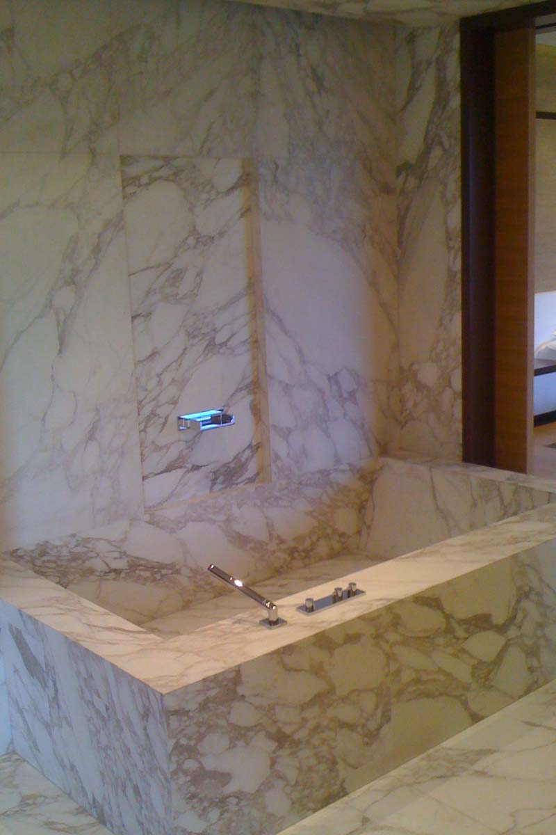 vasca-da-bagno-in-marmo-bianco-arabescato