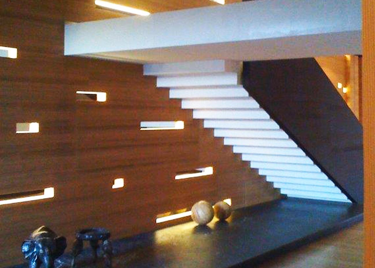 scala-in-marmo-moderna